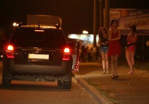 В Киеве разоблачили преступную группировку, члены которой привлекли к занятию проституцией 20 женщин