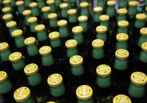 В Латвии оператора криминальных новостей уличили в краже пива из разбитой фуры
