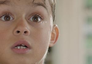 Жестокое обращение с детьми укорачивает их хромосомы - ученые