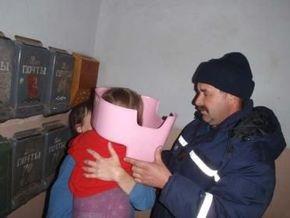 Николаевские спасатели спасли девочку, застрявшую головой в горшке