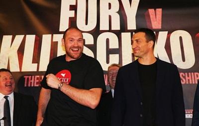 Фанаты Манчестер Сити хотят, чтобы Кличко нокаутировал Фьюри