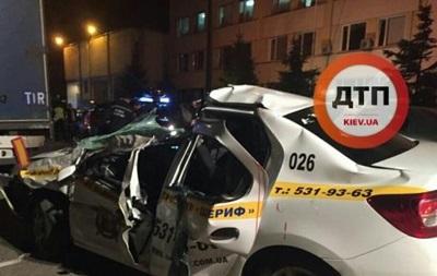 В Киеве авто охранной фирмы врезалось в грузовик, есть жертвы