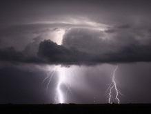 В Крыму девять человек пострадали из-за удара молнии