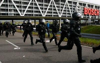 В немецком Штутгарте митингующие подрались с полицией
