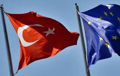 Глава МИД Германии выступил за отмену виз для Турции