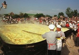 Братство гигантского омлета. В Бельгии приготовят полуторатонное блюдо из яиц