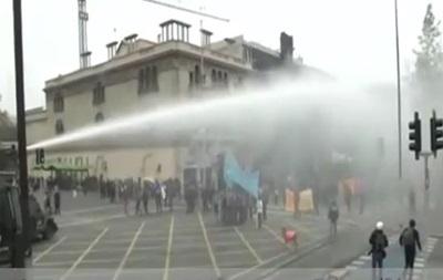 В Чили школьники подрались с полицией