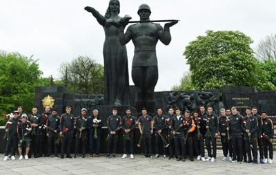 Игроки Шахтера почтили память жертв Второй мировой войны
