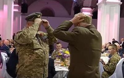 Ветераны Красной армии и УПА обменялись фуражками