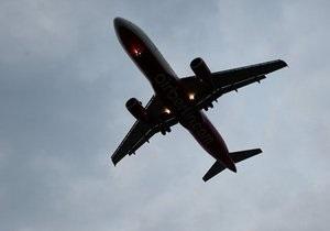 В США самолет упал на жилые дома, разрушены два здания