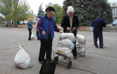 Волонтеры частично закрыли пункты выдачи гумпомощи в Донбассе