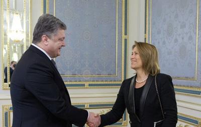 Порошенко и замгенсека ООН обсудили Донбасс