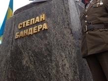 В Черновцах требуют установить памятник Бандере