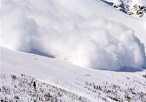 Погода в Украине - На Закарпатье ищут двоих туристов, которые попали под снежную лавину
