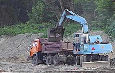 В Закарпатье прикрыли незаконную добычу гравия