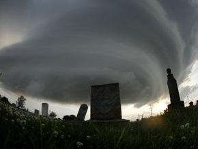 Черновецкий намерен запретить въезд на кладбища машин без спецсимволики