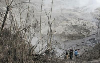 Из-за извержения вулкана в Индонезии погибли шесть человек