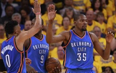 НБА: Оклахома разгромила Голден Стейт и вышла вперед в серии
