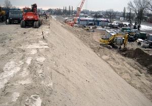 Азаров обещает на следующей неделе сдать Жулянский путепровод в Киеве