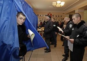 КИУ: В Херсонской области в очереди на голосование подрались милиционеры