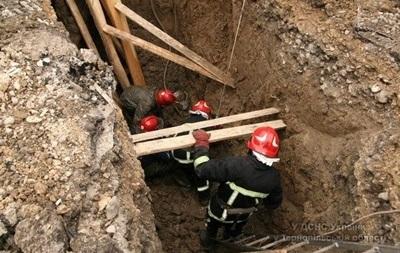 В Черкассах под завалами в тоннеле оказался человек