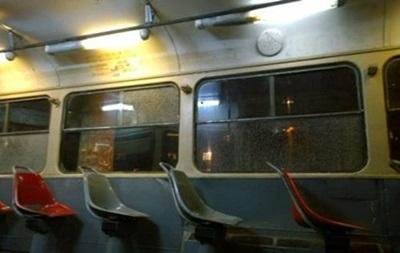 В Киеве мужчина с пистолетом ограбил водителя трамвая