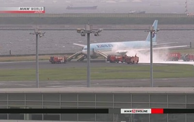 В аэропорту Токио загорелся корейский Boeing