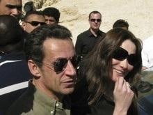 Карла Бруни заявила, что пока не замужем за Николя Саркози