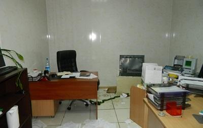 Трое в балаклавах ограбили офис на Подоле