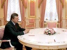 Янукович зовет всех за круглый стол
