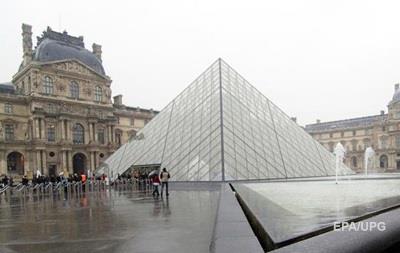 Лувр закрыли из-за наводнений в Париже