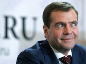 Медведев по утрам пачкает руки газетами и читает оппозиционные сайты