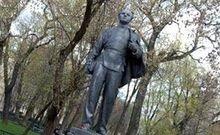 Гроза в Москве расколола памятник юному Ленину на три части