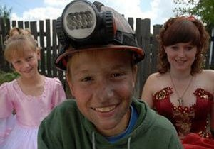 Неизвестные избили битами главного героя фильма о детском труде на копанках на Донбассе