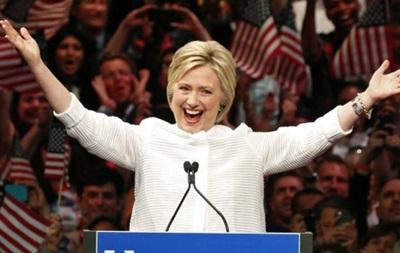 Клінтон оголосила про перемогу і йде в президенти