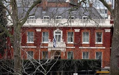 Полиция Лондона подорвала подозрительное авто у посольства Израиля
