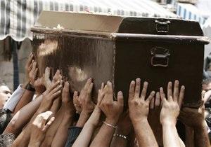 Литовские предприниматели в знак протеста будут возить гробы на крышах машин
