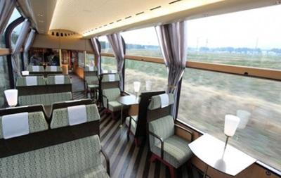 В Японии появился  стеклянный  поезд