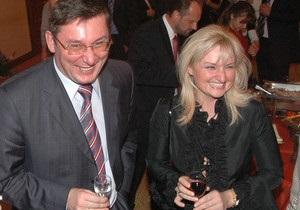 Жена Луценко сообщила, что ее мужу предлагали покинуть Украину