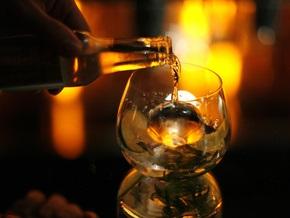 Исследование: В небольших количествах алкоголь повышает потенцию