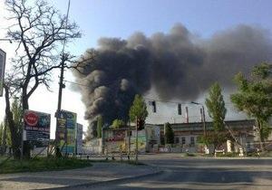 новости Киева - Крупный пожар в Киеве: возле метро Выдубичи горит склад бумажных изделий