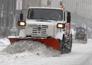 Киевские дороги на новогодние праздники будут чистить от снега круглосуточно