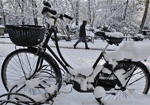Испанию засыпало апрельским снегом - видео