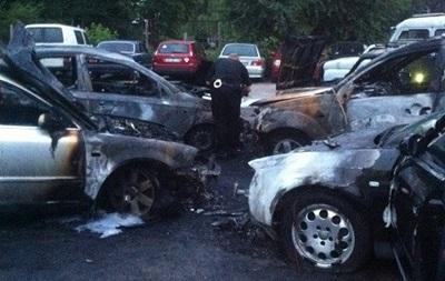В Житомире ночью сожгли семь автомобилей