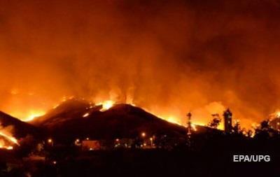 На юге Калифорнии разгорелся крупный пожар