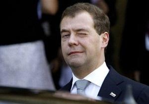 Медведев поздравил Лукашенко с победой на выборах
