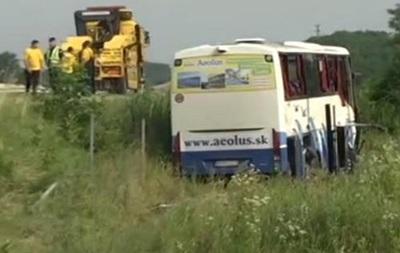 В Сербии автобус с туристами слетел с дороги, есть жертвы