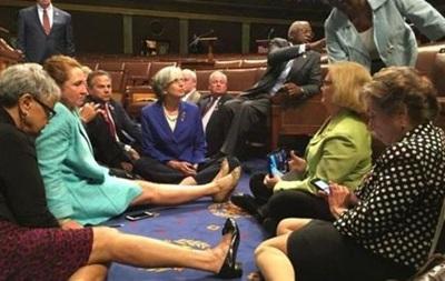 Демократы в конгрессе США устроили сидячую забастовку