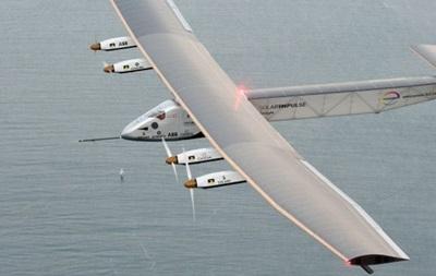 Літак на сонячних батареях приземлився у Європі