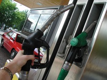 Украинские АЗС разливают бензин кустарного производства